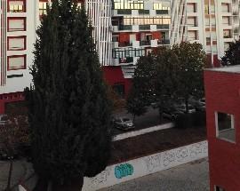 Alugo quarto com varanda a estudante em Almada