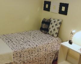 Quarto em apartamento com duas casa de banho e terraco