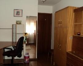 Quarto num apartamento amplo em Vila Nova de Gaia