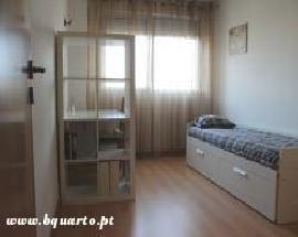Quarto individual em apartamento moderno no LUMIAR