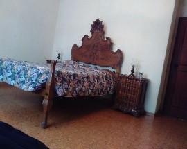 Alugo quarto com cama casal e um quarto com duas camas