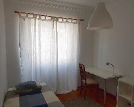 Quarto para alugar em Benfica num apartamento renovado