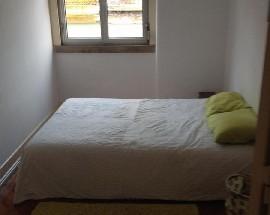Quarto disponivel num apartamento T2 junto as Amoreiras