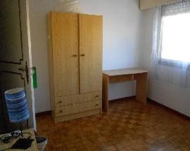 Alugo quarto mobilado com cama individual em Lisboa