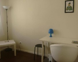 Private room with shared bathroom in Porto