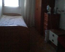 Quarto de solteiro para alugar em Charneca