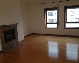 Amplo apartamento na Rua Damiao de Gois Porto