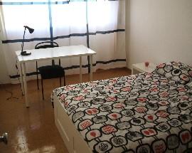 Quarto individual em apartamento T4 Evora centro