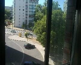 Quarto em apartamento nos Olivais sul