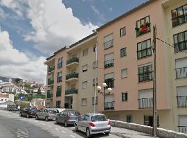Aluga se apartamento T4 na Covilha