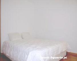 Alugo quarto com cama de casal em Montenegro Faro