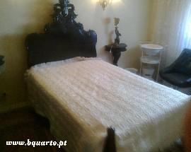 Alugo quarto em moradia em Almada perto da Universidade