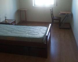 Aluga se quarto mobilado em apartamento recente