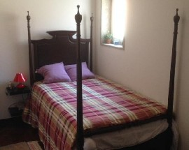 Nice bedroom with window to rent in Covilha