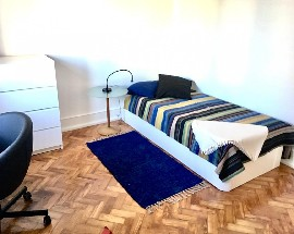 Rooms in a renewed apartment in the centre of Lisbon