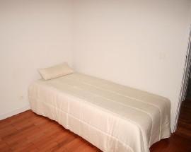 Alugo quarto mobilado a jovem no Porto