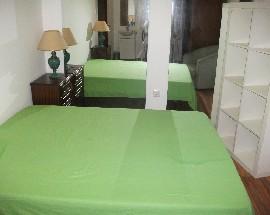 Alugo grande quarto individual para menina no Porto