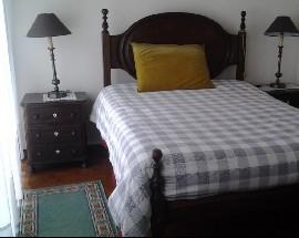 Casa de senhora idosa disponibiliza um quarto