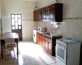 Alugo quarto mobilado em casa a partilhar em Porto Salvo