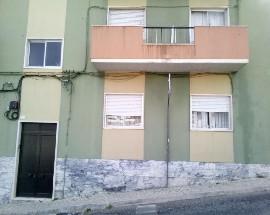Alugo quartos num T3 em Setubal