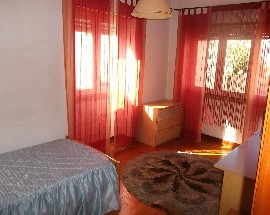 Alugo quarto em Coimbra para meninas estudantes