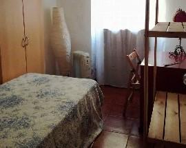 Alugo um quarto com janela mobilado em Lisboa Centro