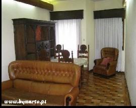 Alugo um quarto mobilado para uma jovem estudante no Porto