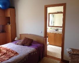 Alugo quarto com casa de banho privada em Santa Cruz