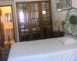 Arrendo quarto amplo com wc privado a estudante Porto