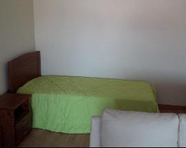 Alugo 2 quartos num T1+1 mobilado e com terraco em Braga