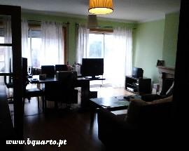 Alugo T4 em quartos situado em Sao Mamede Infesta HSJ