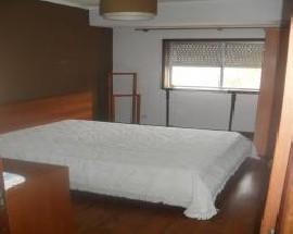 Alugo quarto mobilado no centro de Gaia