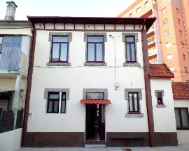 Room In Miramar 10 kms from Porto in front of Train Station