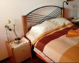 Quarto acolhedor com cama de casal em moradia zona sossegada