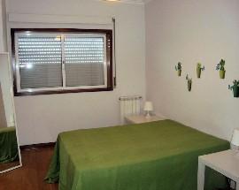 Quarto individual em apartamento confortavel com janela