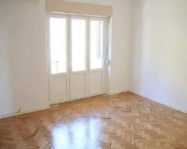 Arrendo quarto muito espacoso com varanda em Leiria