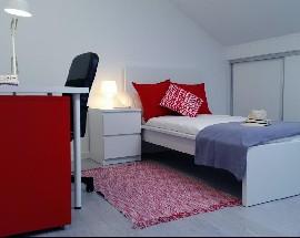 Quartos mobilados Bairro do Serrado em casa remodelada