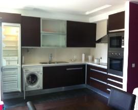 Quarto em apartamento T2 perto do centro de Leiria