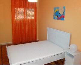 Quarto com mobiliario novo em zona central de Odivelas