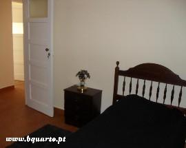 Alugo quarto em frente Escola Dona Ines de Castro Alcobaca