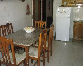 Aluguer de quarto a estudantes em moradia no centro de Faro
