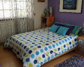 Alugo quarto com cama de casal para estudante ou professora