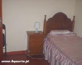 Alugo casa perto das Faculdades e HSJ Porto