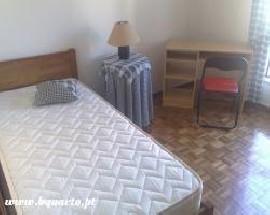 Alugam se quartos mobilados Portela Expo