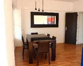Alugo 2 quartos num apartamento renovado em Cascais