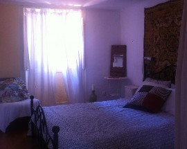 Room in a shared historical flat in Lisbon Cais do Sodre