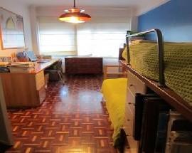 Alugo 3 quartos mobilados modernos em Benfica