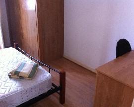 Alugo quarto espacoso com varanda em Faro