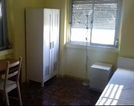 Alugo quarto num apartamento remodelado em Santarem
