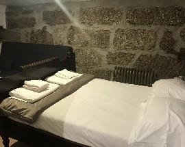 Alugo casa quartos na aldeia do Castelo